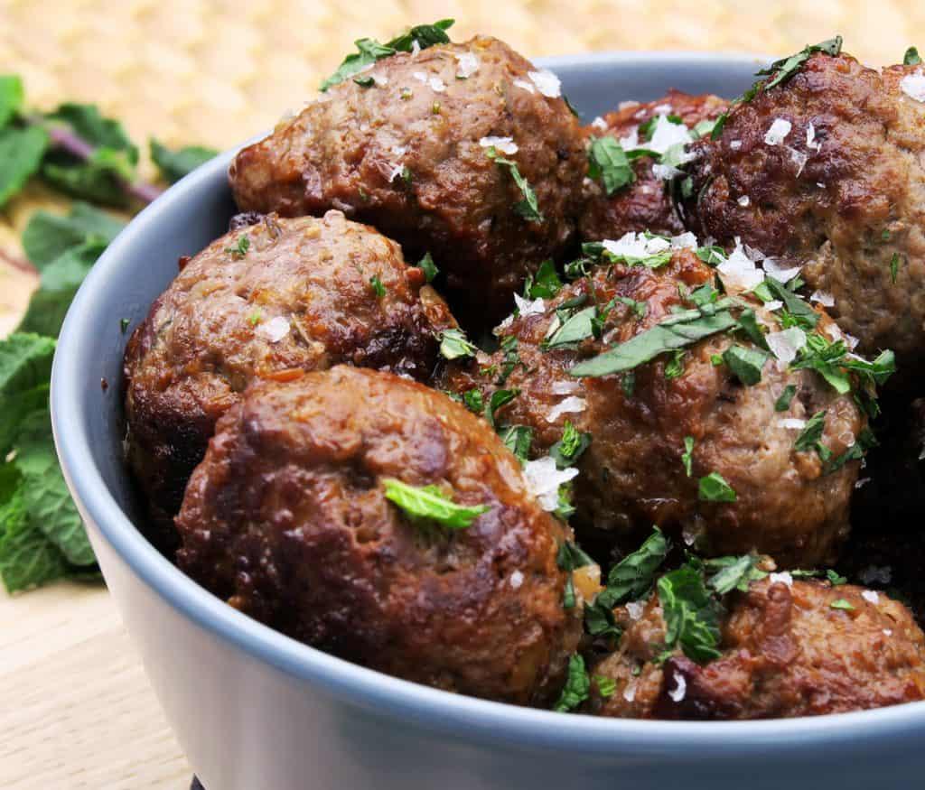Græske frikadeller eller krydrede kødboller