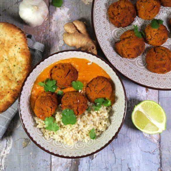 veganske kødboller i indisk karrysauce