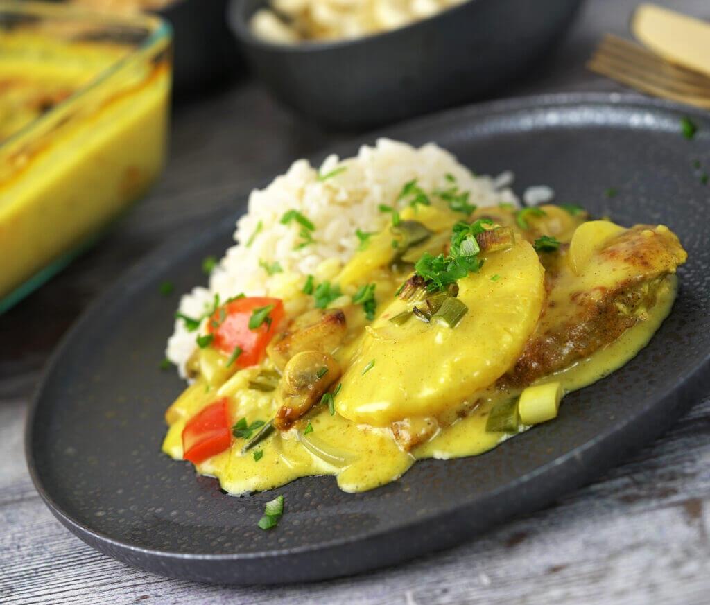 Kylling i fad med karry og ananas