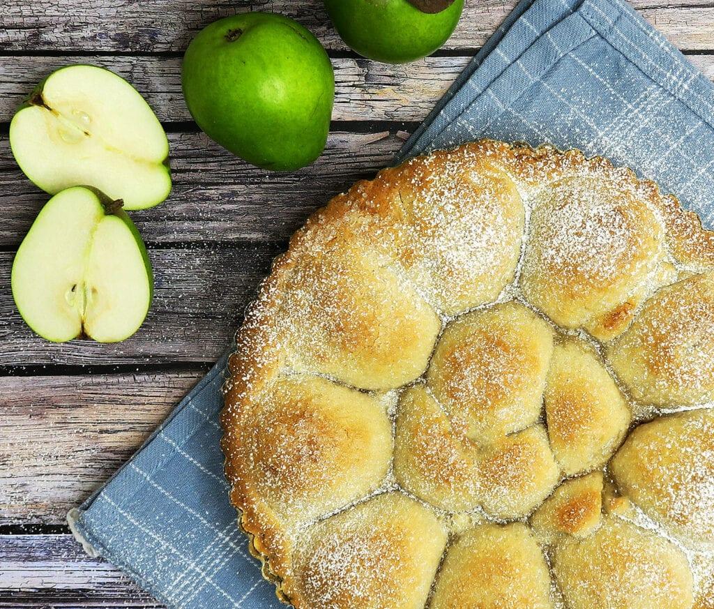 Pæretærte med vaniljecreme og marcipan