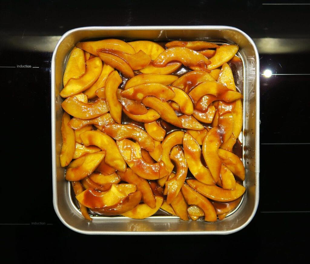Karamelliserede pærer i bageform