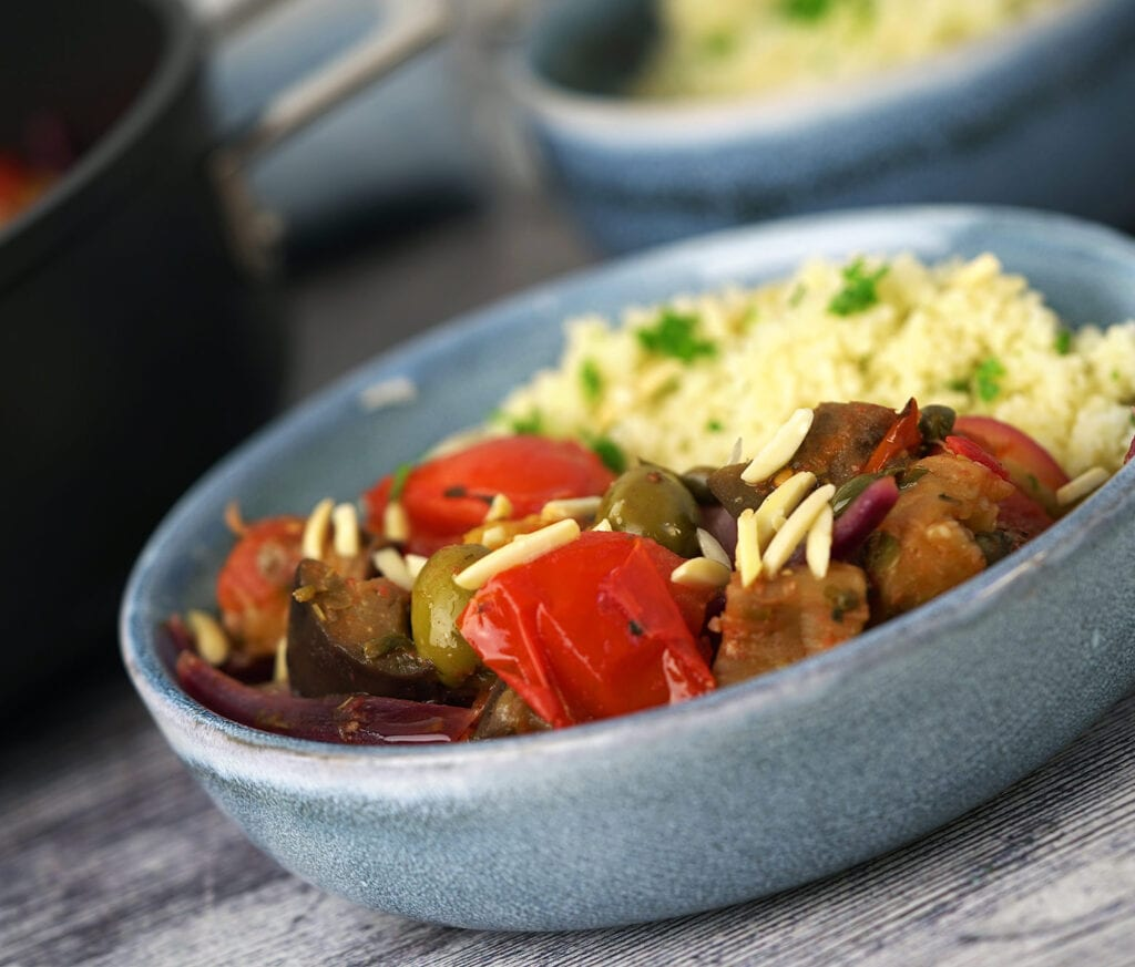 Aubergine caponata med couscous