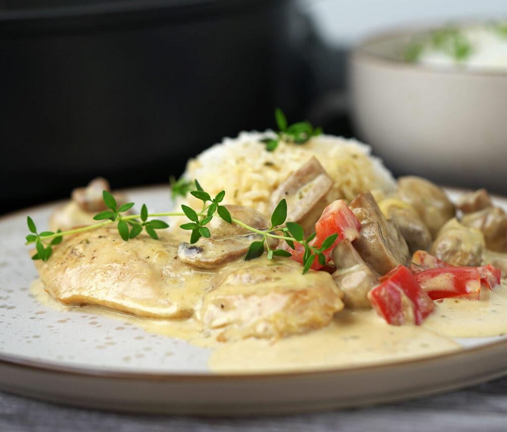Kylling i svampedrøm med hvidløg og hvidvin